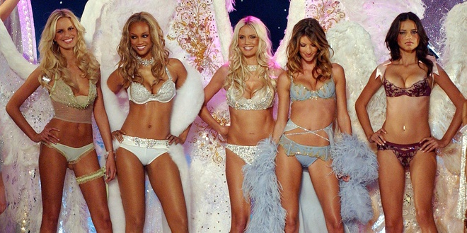 Diem lai nhung thang tram cua Victoria's Secret hinh anh 24