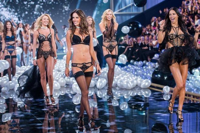 Diem lai nhung thang tram cua Victoria's Secret hinh anh 34