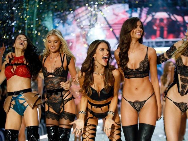 Diem lai nhung thang tram cua Victoria's Secret hinh anh 40