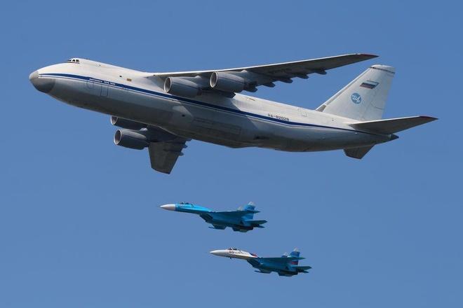 Antonov An-225, B-52 va nhung chiec may bay lon nhat the gioi hinh anh 17