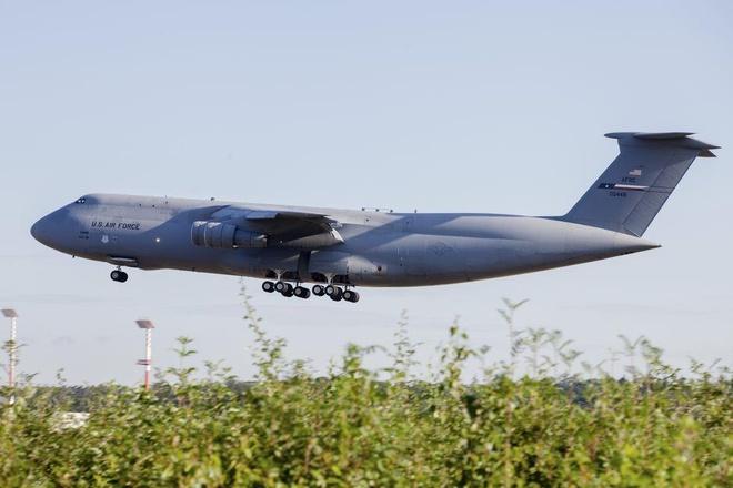 Antonov An-225, B-52 va nhung chiec may bay lon nhat the gioi hinh anh 9