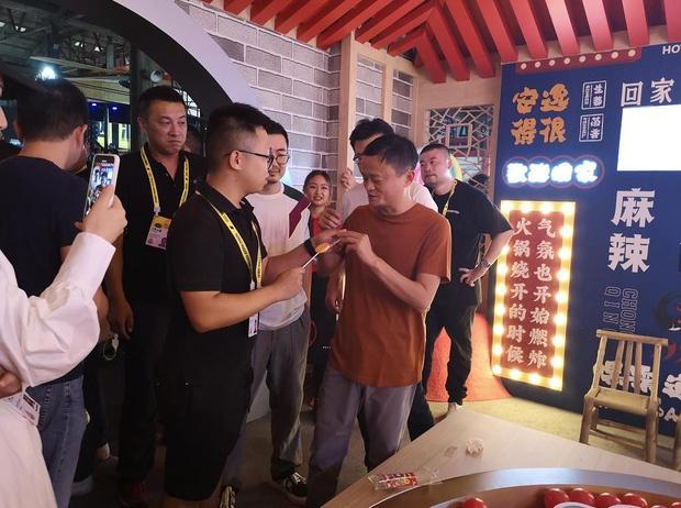 Dua hoi Jack Ma, keo mut vi nuoc lau Trung Khanh ban dat nhu tom tuoi hinh anh 2