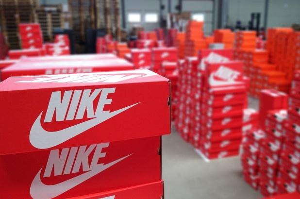 Nike ket thuc ban hang tai Amazon anh 1