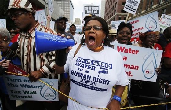 Nguoi ngheo My than tho: 'Chung toi khong du nuoc sach de rua tay' hinh anh 3 200325_detroit_water_crisis_protest_file_2014_se_635p_be98972d8fd55cac0f6619b26962eaec.fit_560w.jpg