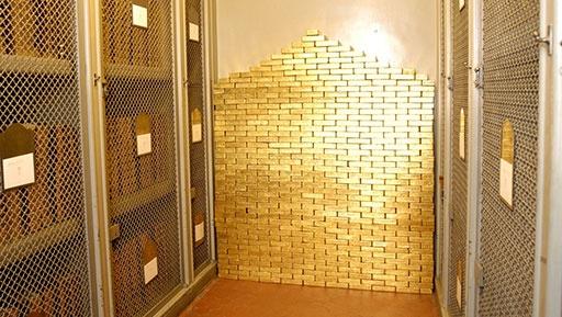 Ngân hàng Trung ương Pháp chỉ bán một lượng vàng ít ỏi trong những năm qua, và nhiều chính trị gia kêu gọi ngừng hoàn toàn việc bán vàng. Ảnh: Bullion Star.
