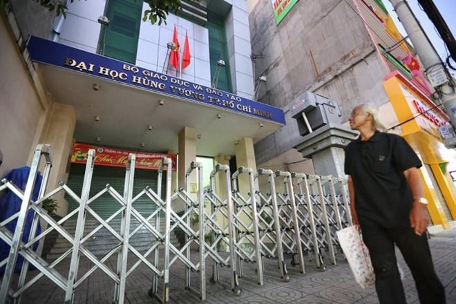 DH Hung Vuong cho tat ca giang vien thoi viec phai dung luat hinh anh 1