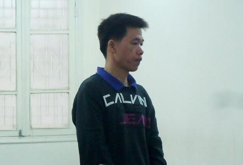 Chang trai cam bam sinh di cuop dien thoai cua khach Tay hinh anh 1