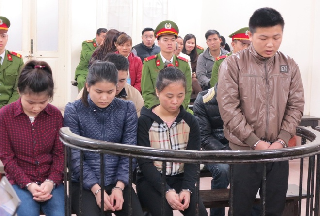 Tra gia cua 3 co gai tham gia danh hoi dong mot cong an hinh anh 1