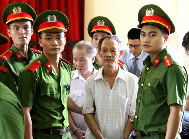 Vu sai pham dat o Dong Tam: Cuu chu tich xa linh 18 thang tu treo hinh anh