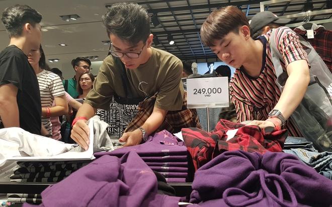 Nhung nguoi 'tho o' voi Zara, H&M o Viet Nam, ho la ai? hinh anh