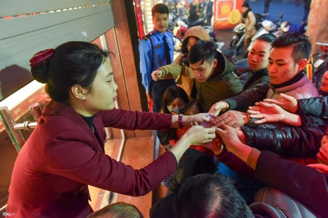 Vang 'Loan' Gia Ngay Via Than Tai: Mua Dat, Ban Ra Lo