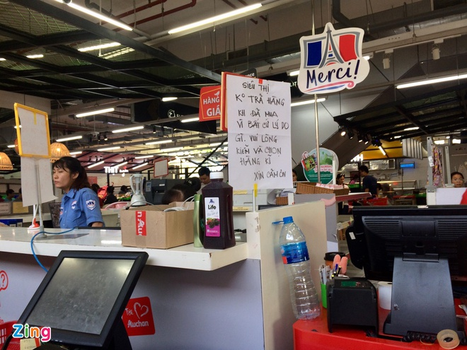 Bi to ban hang gia gan gap doi noi khac, Auchan noi khach nham lan hinh anh 2