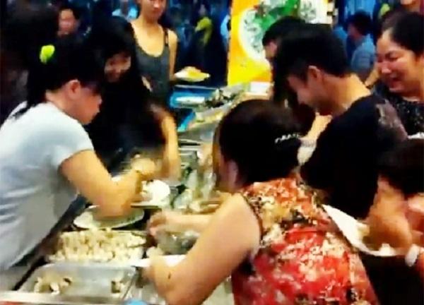 An buffet hai san, thu tui nylon mang ve chuc con ghe, 1,5 kg be be hinh anh 4