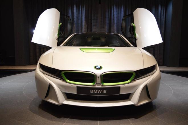 BMW i8 mau doc cua dan choi A-rap hinh anh