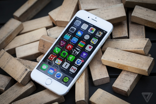 Apple cua Tim Cook: Gioi kinh doanh, thieu san pham dot pha hinh anh 1