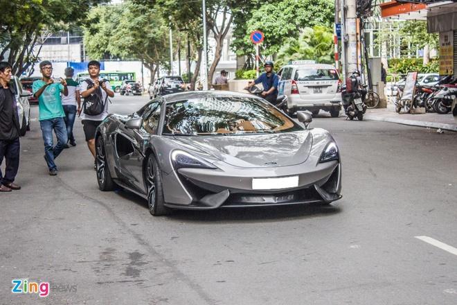 Cap doi sieu xe cua Cuong Do La dao pho Sai Gon hinh anh 6