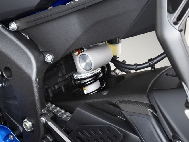 Yamaha R6 ra mat anh 10