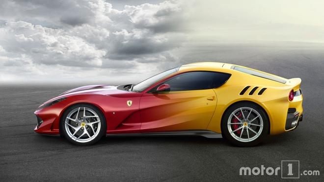 So sanh Ferrari 812 Superfast vs Ferrai F12berlinetta hinh anh