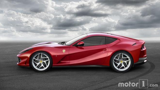 So sanh nhanh Ferrari 812 Superfast va F12tdf hinh anh 6