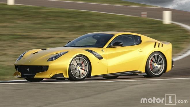 So sanh nhanh Ferrari 812 Superfast va F12tdf hinh anh 9