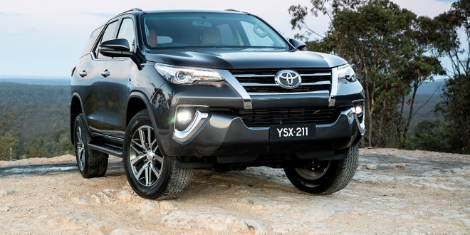 Cac phien ban Toyota Fortuner 2018 dong loat giam gia hinh anh
