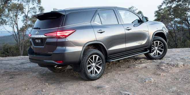 Cac phien ban Toyota Fortuner 2018 dong loat giam gia hinh anh 3
