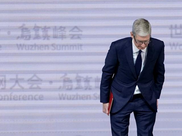 Apple van duoc nguong mo du vuong hang loat scandal hinh anh