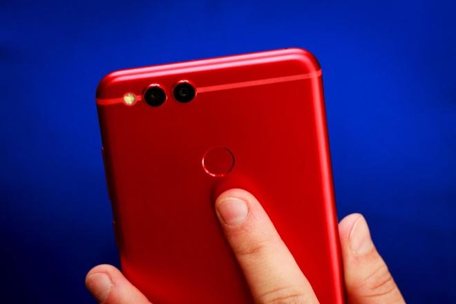 Nhung mau smartphone tuyet dep cho Valentine hinh anh 2
