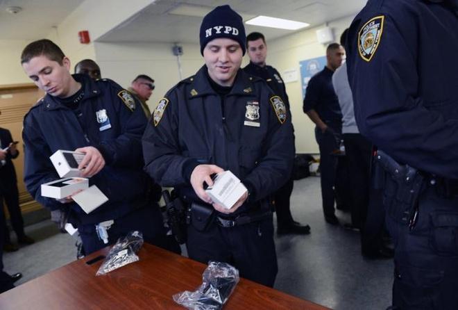 Canh sat New York duoc trang bi iPhone hinh anh 1