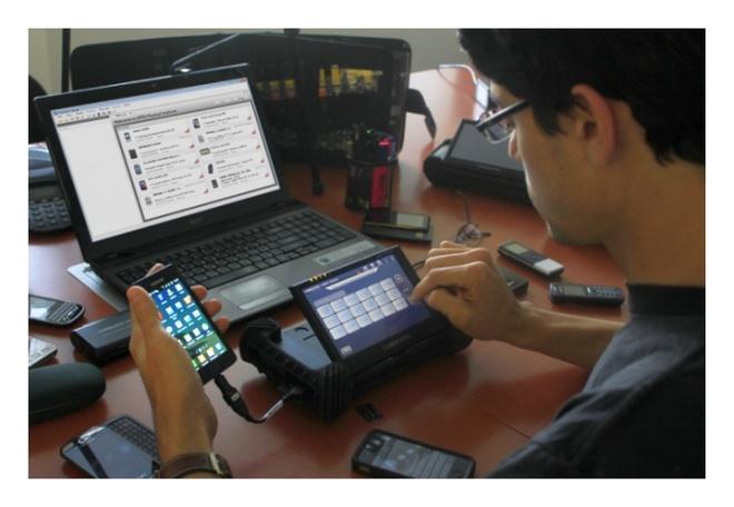Nguy co iPhone bi hack tren dien rong anh 2