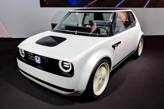 Honda bien xe do choi thanh xe that voi mau Urban EV hinh anh