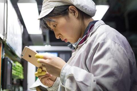 Apple bi nghi tam dung iPhone 8 Plus vi phat hien linh kien la hinh anh 1