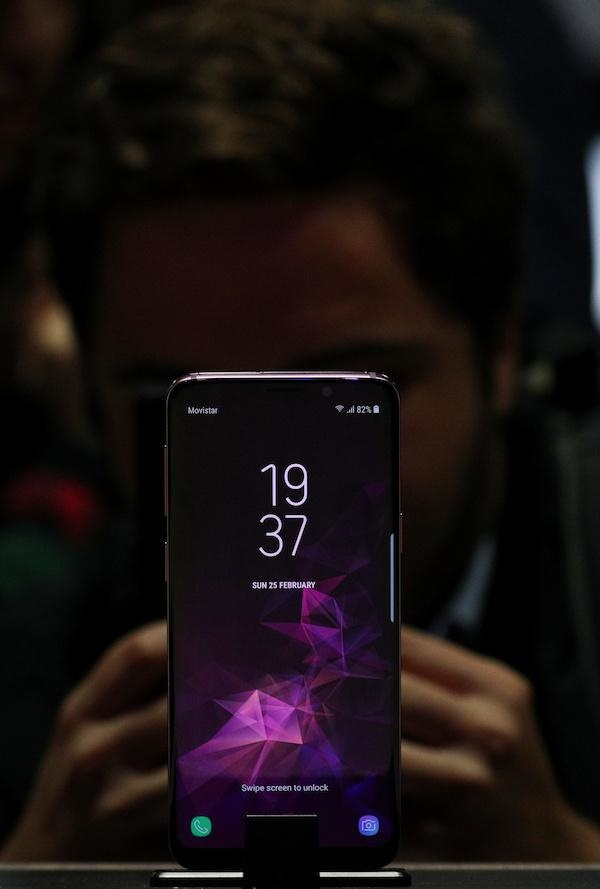 Galaxy S10 se dung camera 3D canh tranh voi iPhone X hinh anh 1