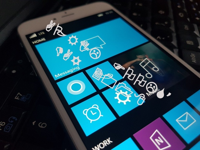 iPhone chay Windows 10 Mobile anh 1