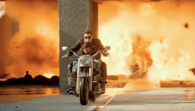 Harley-Davidson trong 'Ke huy diet 2' co gia ngang sieu xe hinh anh