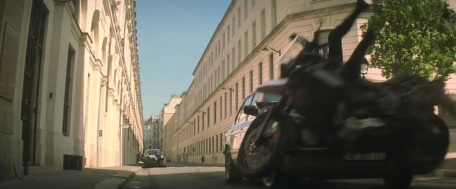 Tom Cruise luot R nineT Scrambler trong 'Nhiem vu bat kha thi' hinh anh 4