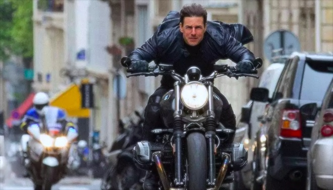 Tom Cruise luot R nineT Scrambler trong 'Nhiem vu bat kha thi' hinh anh