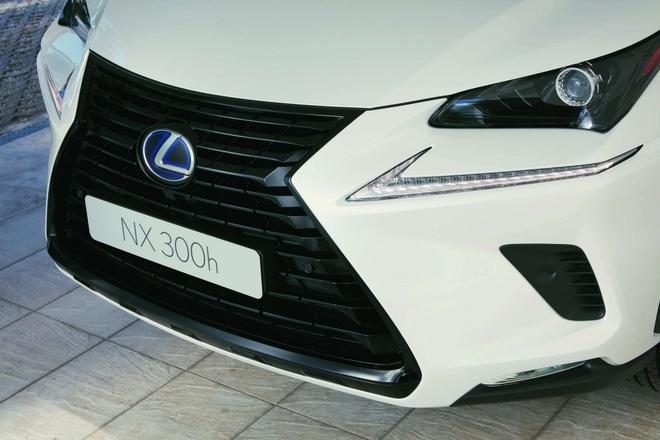 Lexus NX 300h them ban the thao, gia tu 49.000 USD hinh anh 2