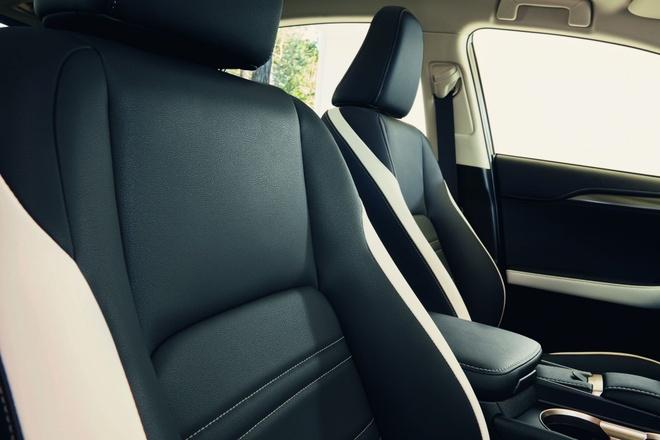 Lexus NX 300h them ban the thao, gia tu 49.000 USD hinh anh 4