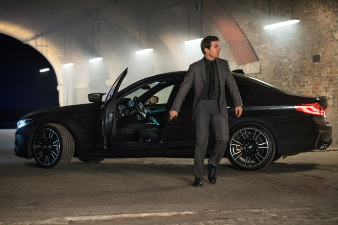 Tom Cruise sat canh cung BMW M5 trong Nhiem vu bat kha thi moi hinh anh