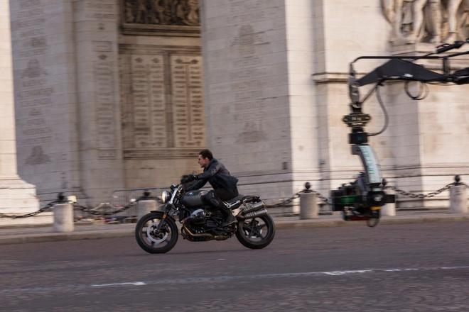 Tom Cruise sat canh cung BMW M5 trong Nhiem vu bat kha thi moi hinh anh 9