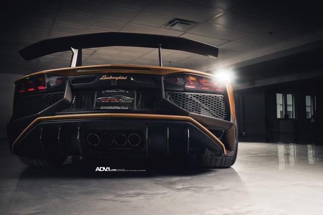 Lamborghini Aventador SV Roadster khoac mau gold dac biet hinh anh 7