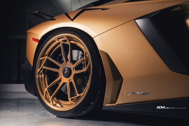 Lamborghini Aventador SV Roadster khoac mau gold dac biet hinh anh 4