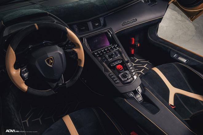 Lamborghini Aventador SV Roadster khoac mau gold dac biet hinh anh 3