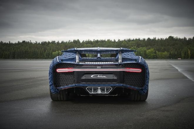 Sieu xe do choi Bugatti Chiron co the di chuyen 20 km/h hinh anh 3