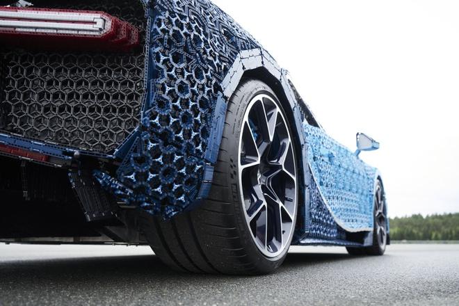Sieu xe do choi Bugatti Chiron co the di chuyen 20 km/h hinh anh 7