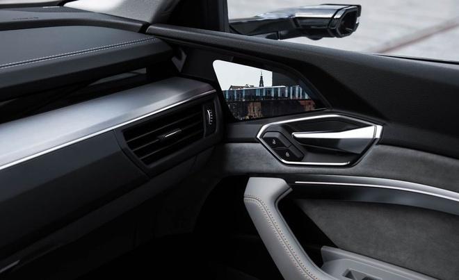 Lexus ES thay guong chieu hau bang camera, chi ban tai Nhat Ban hinh anh 6