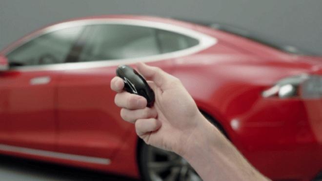 Co the hack va danh cap de dang xe dien Tesla Model S hinh anh