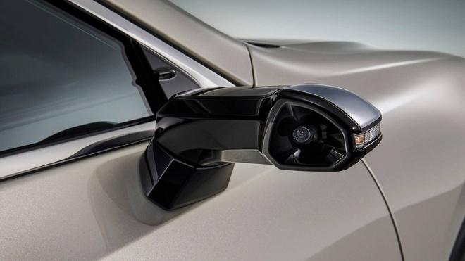 Lexus ES thay guong chieu hau bang camera, chi ban tai Nhat Ban hinh anh 1