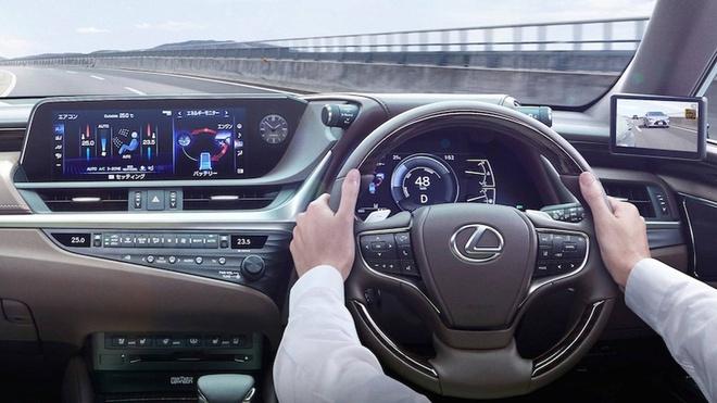 Lexus ES thay guong chieu hau bang camera, chi ban tai Nhat Ban hinh anh 3